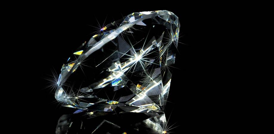 regalare gioielli con diamanti